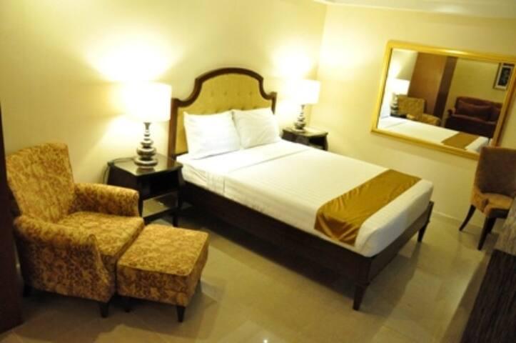 Elegant Room in Timog Quezon City!