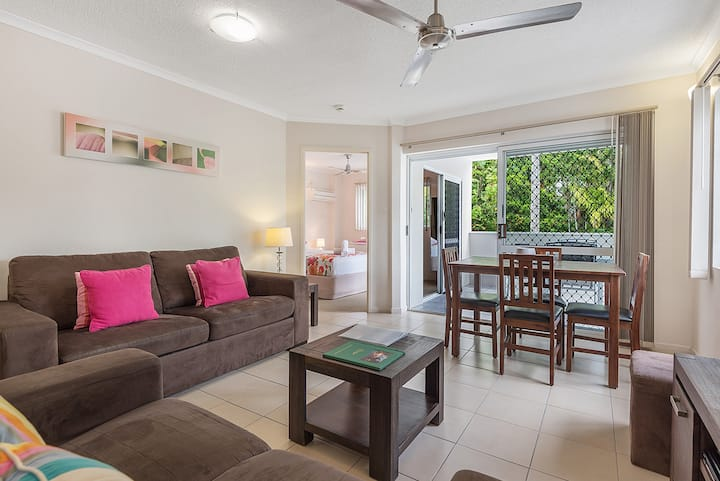 Central, spacious, tropical getaway in paradise