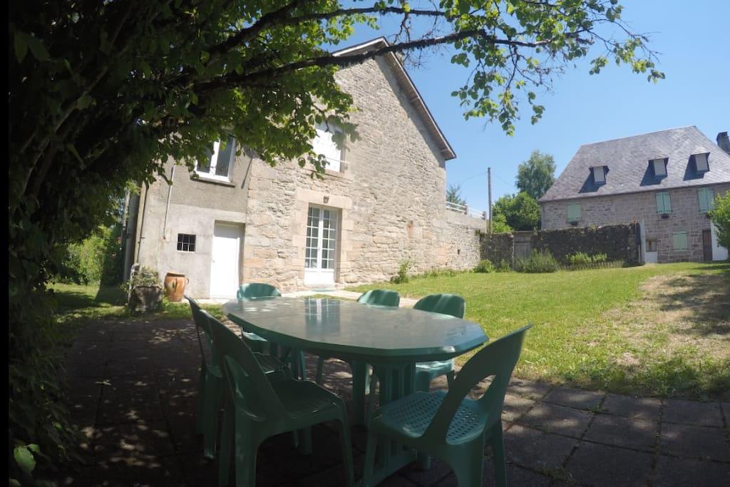 Maison avec jardin maisons louer treignac limousin - Maison a louer 3 chambres avec jardin ...