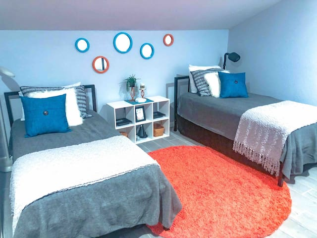 Loft bedroom. Has 2 twin beds, 1 air mattress, 1 floor mattress.  Extra sheets and blankets. Lots of closet space and roomy bathroom.