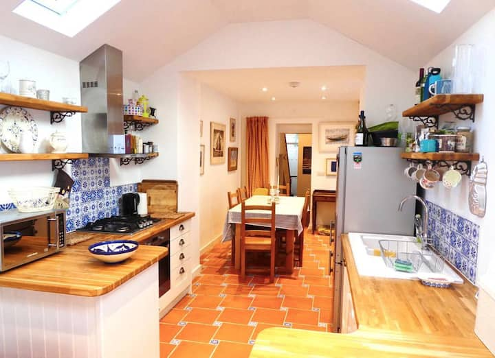 Cosy Truro townhouse, perfect base for Cornwall