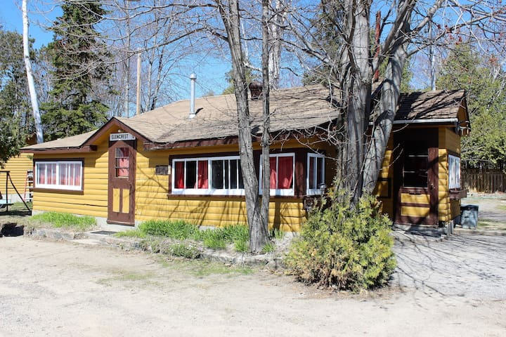 Cottage #7 - Bass - 3BR - sleeps 6