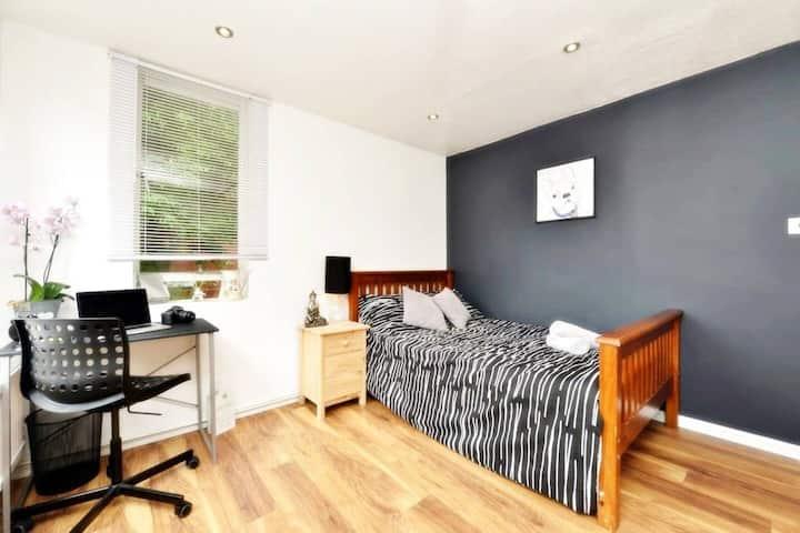 Lovely Double Room Near Kennington Park