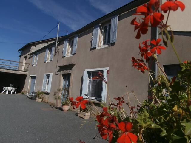 Maison de campagne dans petit village