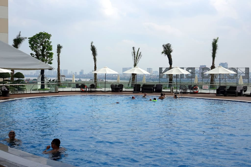 Swimming pool on the level 6