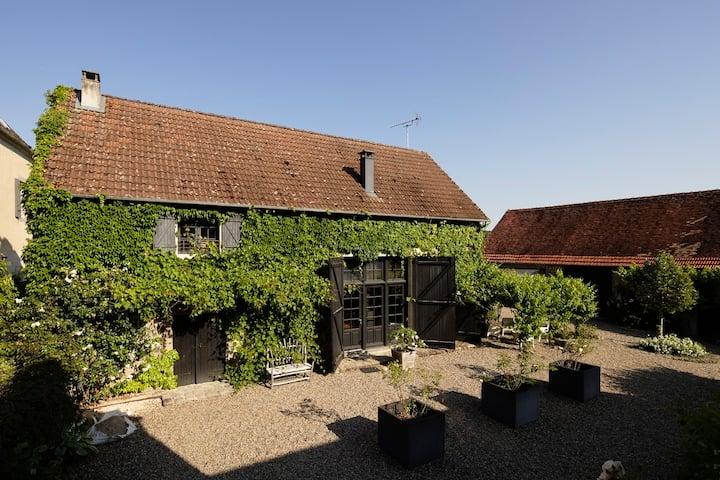 Cottage***** 8P : charme, piscine et tennis privés