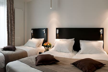A stay in Paris for 3 people, with 3 different beds