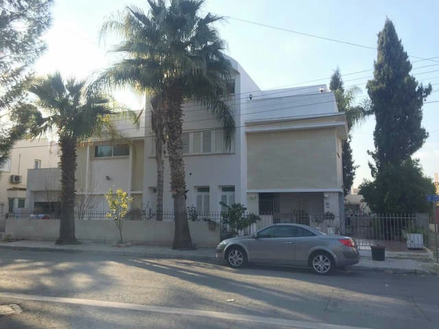Rooms in Large Villa - Convenient Location. - Strovolos - Villa