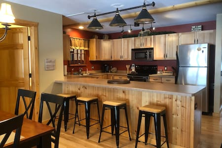 Minocqua Lake Condo Retreat steps from downtown
