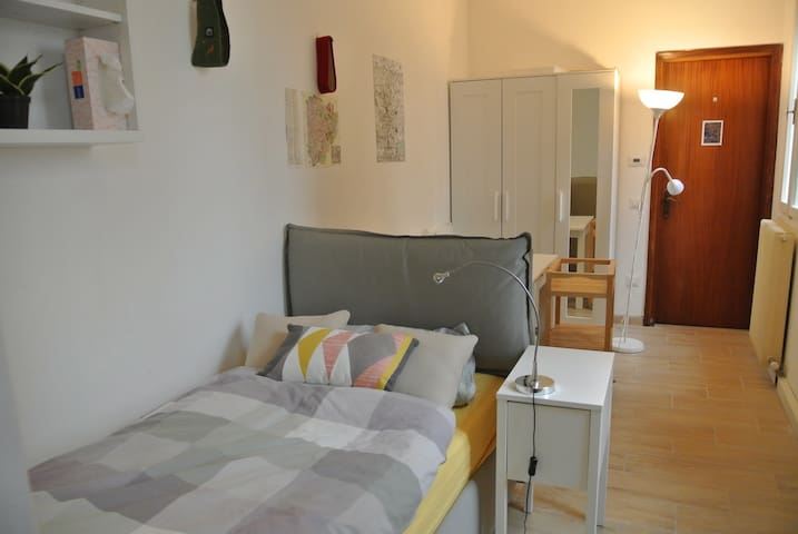 Charming & modern studio apartment in city center - Padova - Apartment