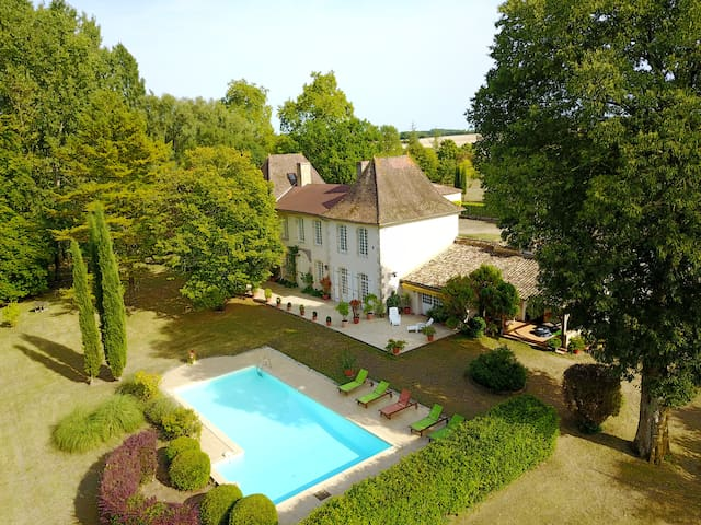 Issigeac:luxueuse maison 9p, piscine, tennis,golf