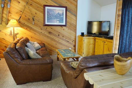 Gorgeous June Lake View 2 BD/2 BA + Loft Condo
