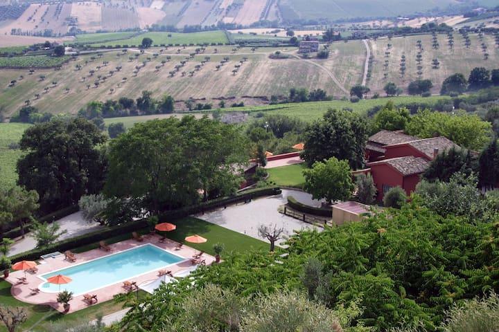 Beau gîte avec piscine à Colonnella