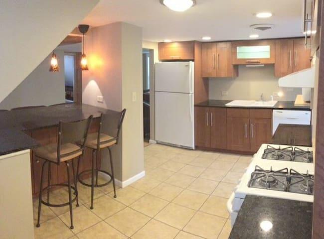 Breakfast area, granite countertops
