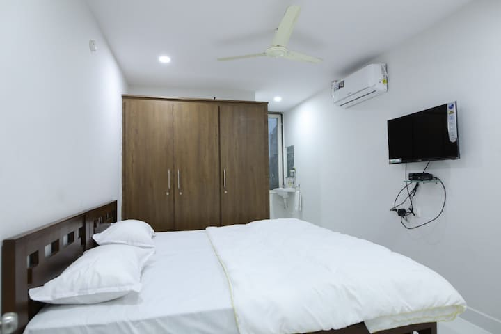 Guest House: Private A/c Room & Breakfast!