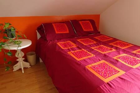 Chambre confo dans maison cozy