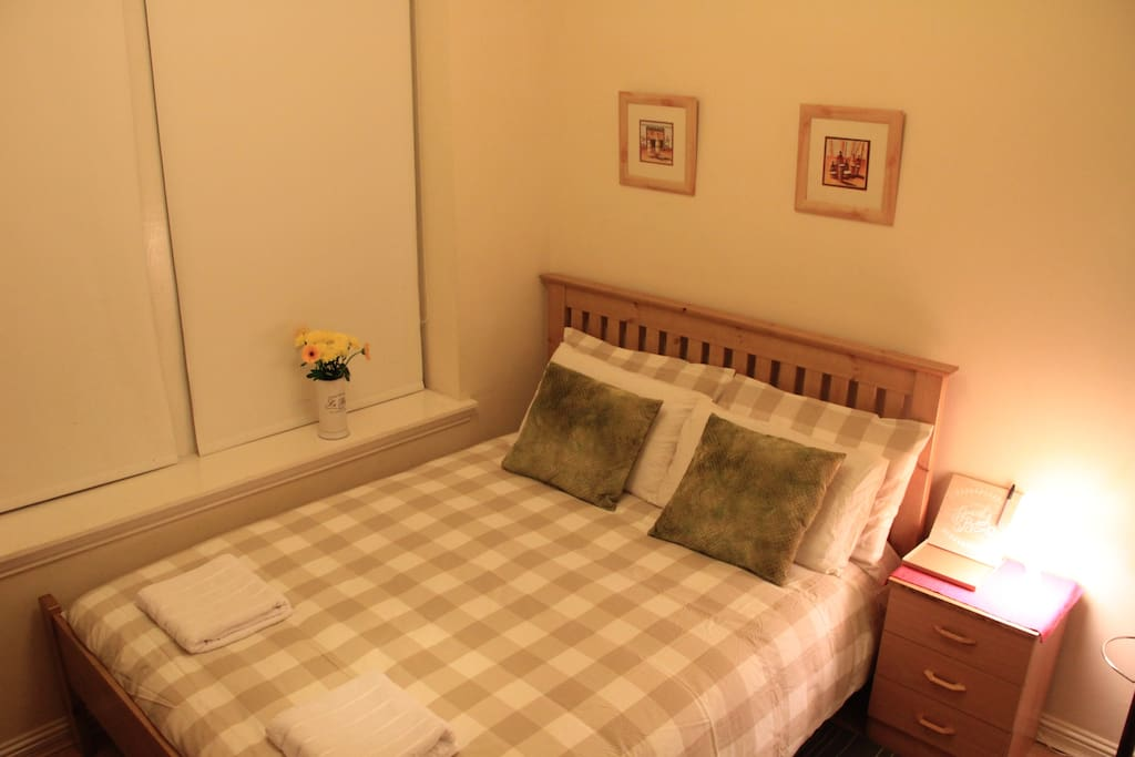 Room 1 with en-suite bathroom.King sized bed perfect for 2 person.