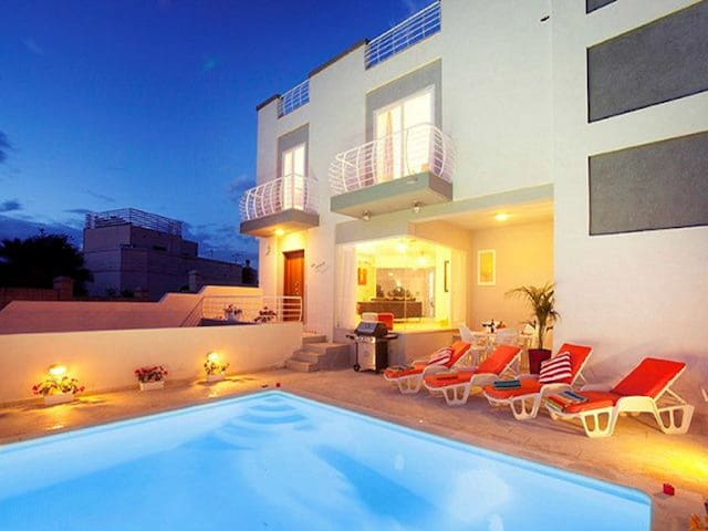 Villa Sunnyside, St Julians, with private pool