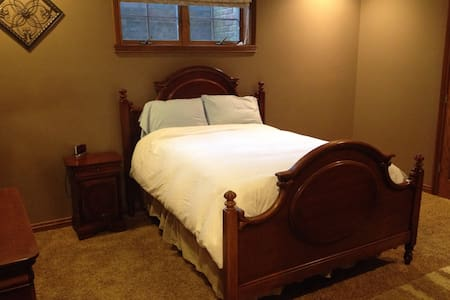 Private bed & bath in Indy suburb - Whiteland - Hus