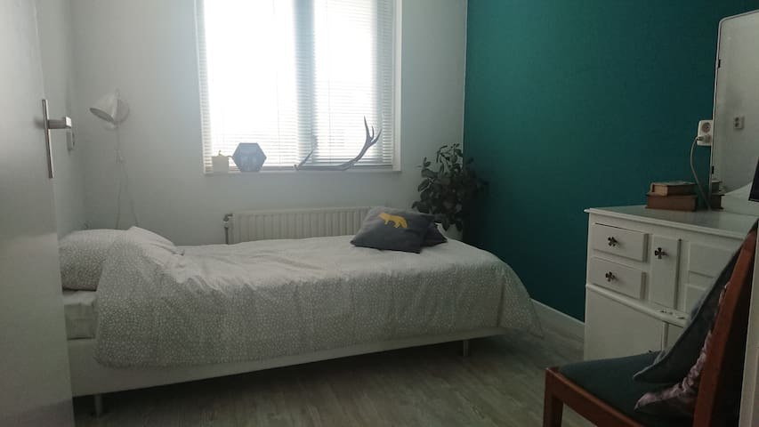 Fijne kamer dichtbij centrum/Comfy room near city