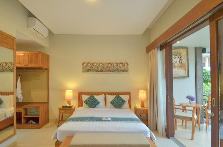Spacious Room with Pool at Monkey Forest