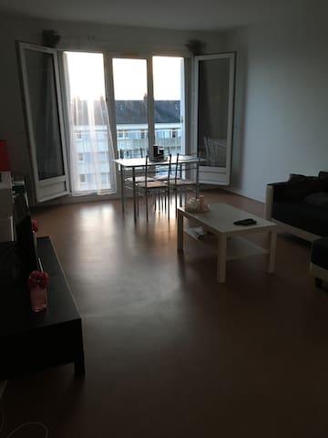 Appartement 60m2 dans immeuble - Caen - Apartament