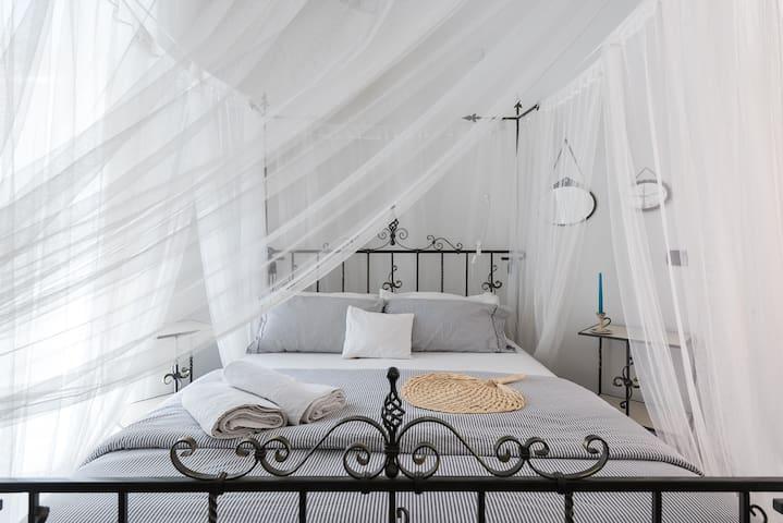 2 - Big room. Romance&Bohème com banho privado