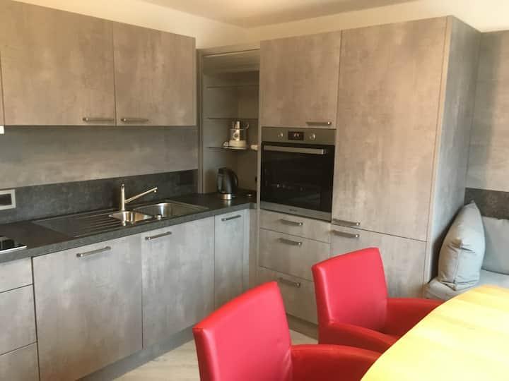 moderne 2 Zimmer  Wohnung in sanierter Villa