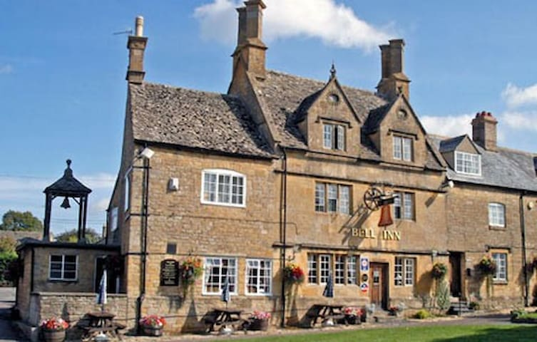 The Bell Inn Willeresey 3 mins away