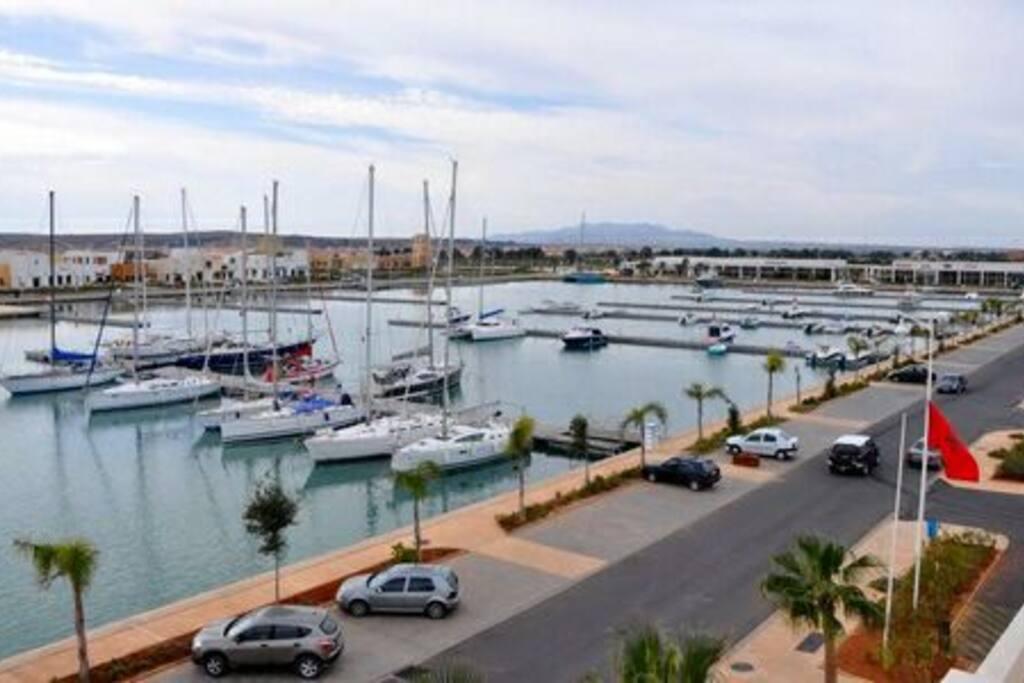 la marina, shopping, restaurant, centre commercial, discothèque a 15 minutes a pied