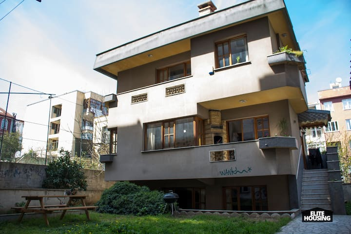 SPACIOUS TRIPLEX VILLA AT THE HEART OF ISTANBUL