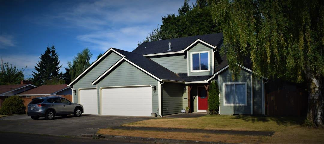 Centrally located Modern 4bd, 3 bth home w/ garage