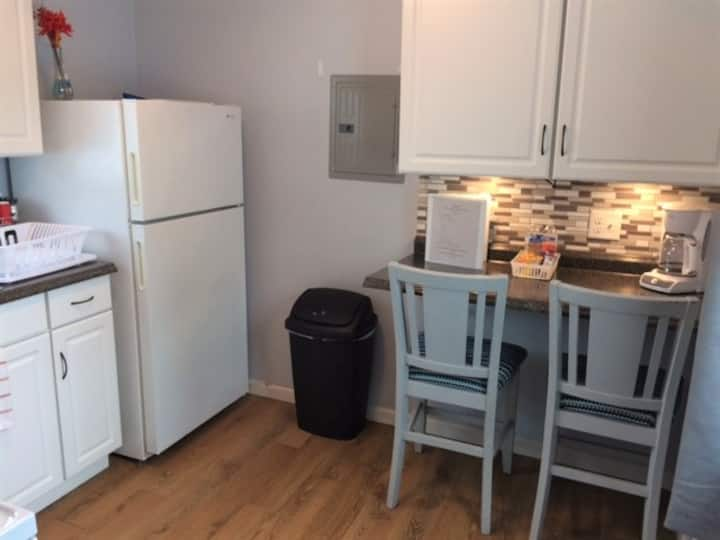 Brand new cabin, comfy and cozy in Epping