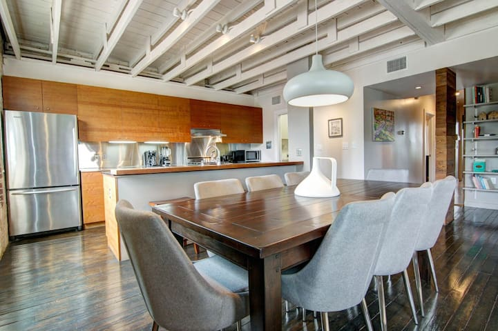 East 6th Historic Loft - Extremely walkable!!