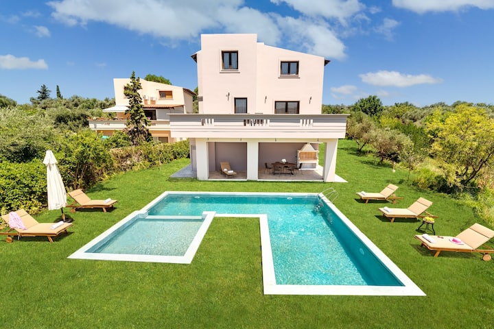 New Villa★Private heated pool★Wifi★BBQ★5 bedrooms
