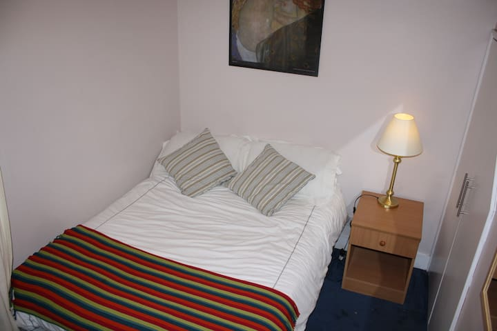 DOUBLE ROOM IN CLEAN , QUIET HOUSE, NORTH LONDON - Londres - Casa