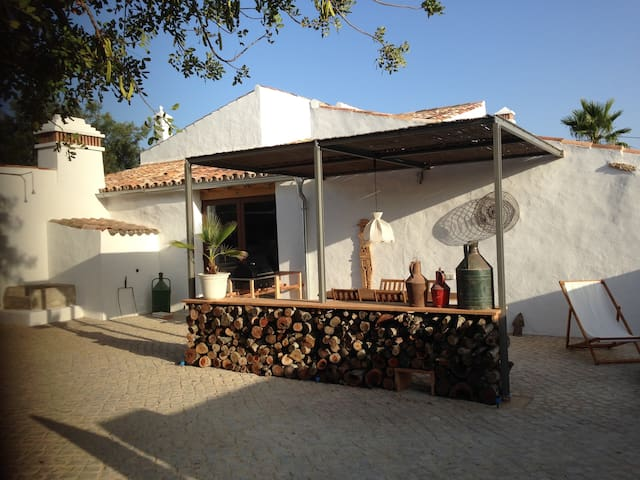 Lovely house with airco, pool and private terrace!