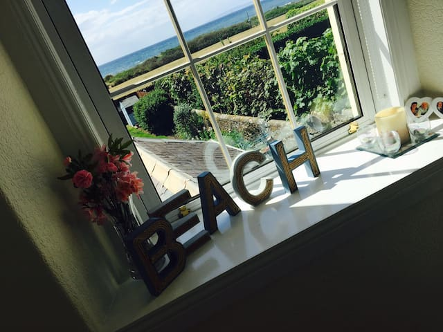Stunning Troon beach front house with fab views