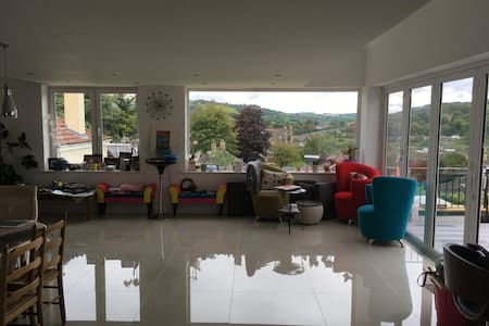 Lovely dbl room in beautiful house, great views!