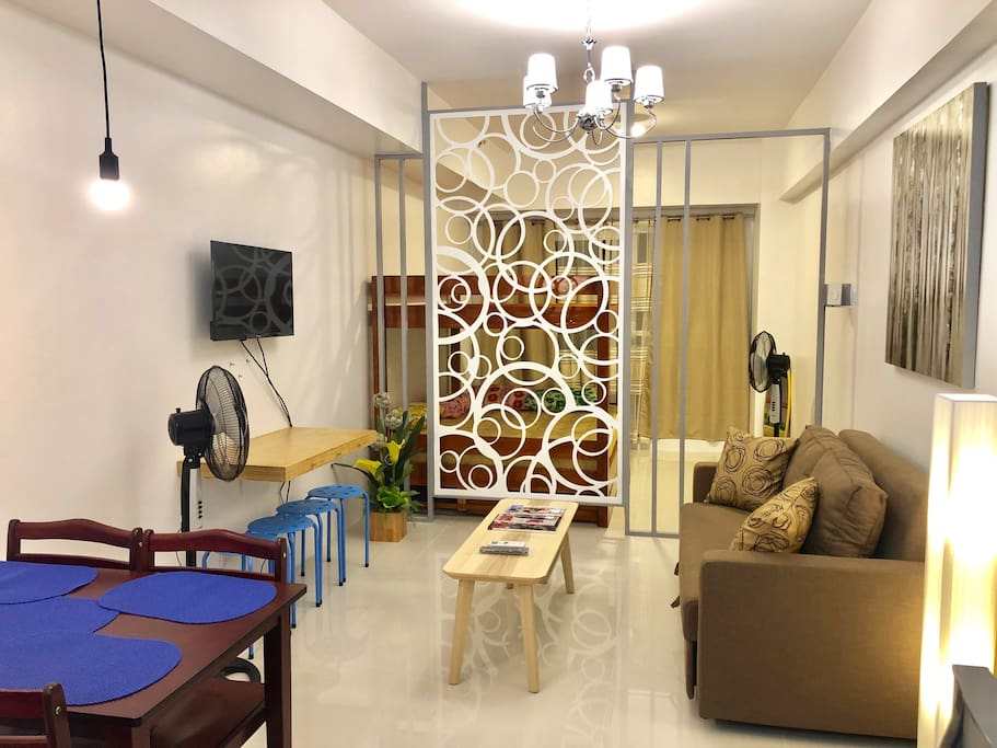 1BR with  Minimalist Living Room w Sofa bed for Two with Very Nice Taal View