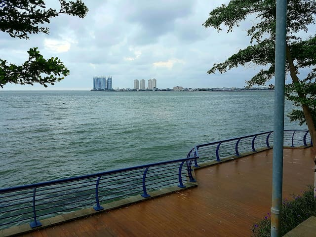 Near Mall & Airport!Beach Themed Sea View Studio - Jl Pluit Karang ayu B1 - Byt
