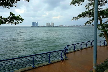 Near Mall & Airport!Beach Themed Sea View Studio - Jl Pluit Karang ayu B1