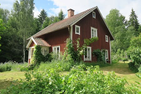 Summer house with lake and nature on it's doorstep - Örebro N