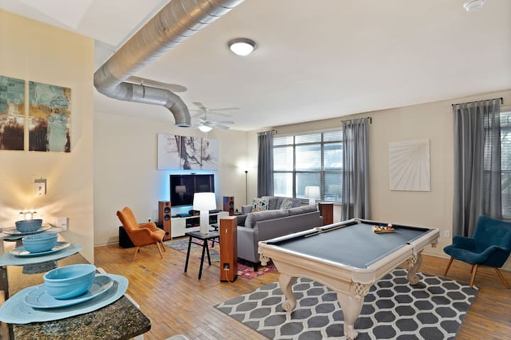 Luxury Loft | PS4  Pool Table | 5min to AA Center