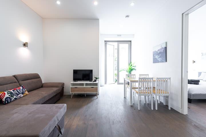 Gorgeous London Apartment (HW1)