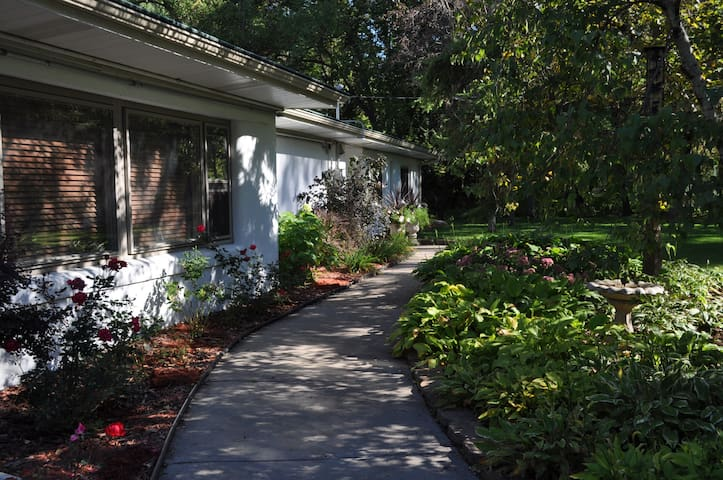Private 3BR Suite w/Parking, Close to Mpls/St Paul - Eagan - Huis