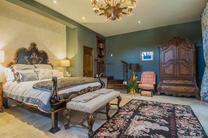 Casa La Chispa Garden room /Private entrance