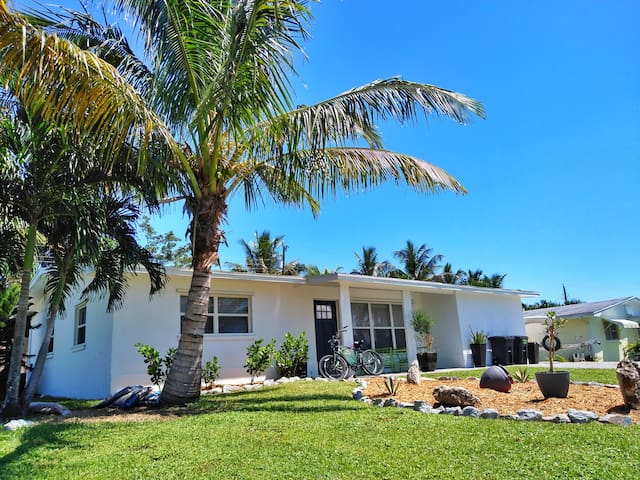 Modern Coastal Downtown Jensen Beach Home.