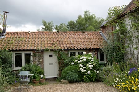 Daubeney Cottage - Sharrington