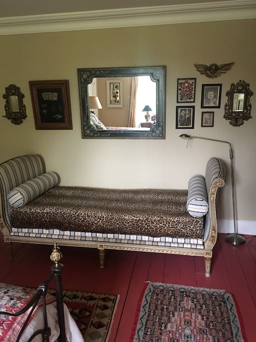 Daybed in the red bedroom which is a comfy bed
